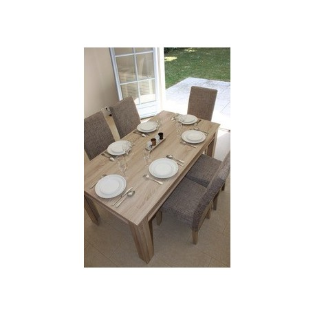 Crockery and utensils for 8 people